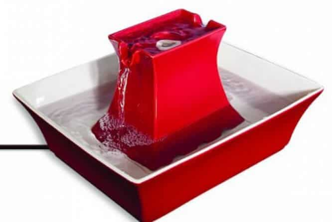 Drinkwell Pagoda Pet Fountain in red