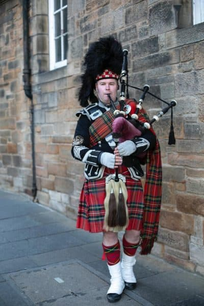 backpacking through Scotland, bagpipes - pixabay