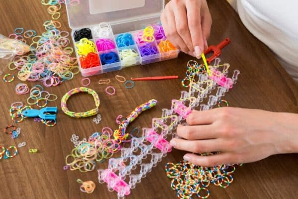 Girl making friendship bracelets - Deposit
